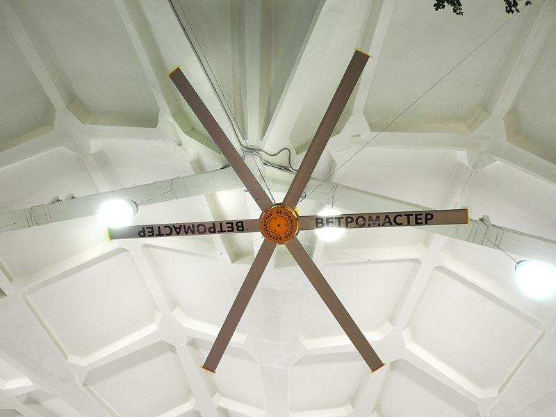 Большой потолочный вентилятор Ветромастер серия 700 с гарантией 10 лет. Он создает необходимый климат на всех уровнях помещения.